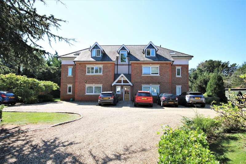 2 Bedrooms Apartment Flat for sale in Lawn Close, Datchet, Slough