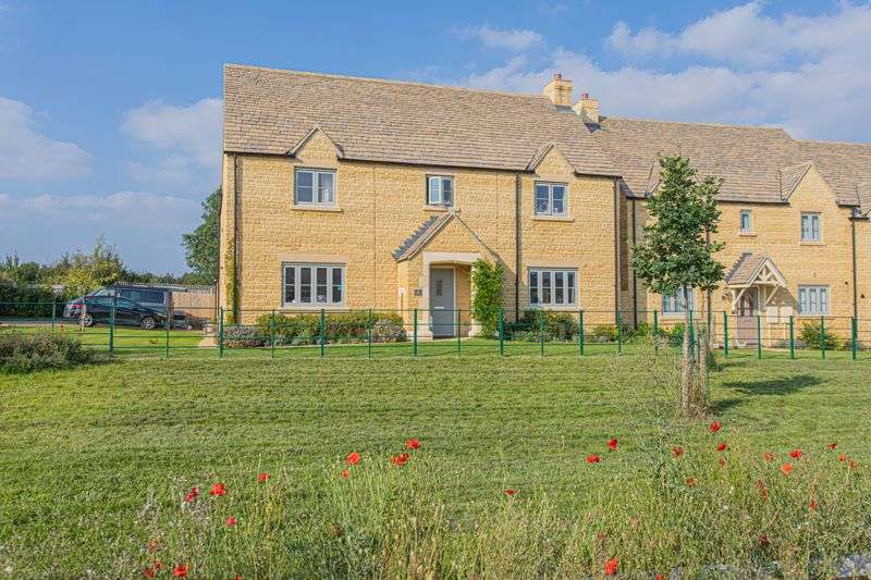 5 Bedrooms Property for sale in Holly Close, Tetbury