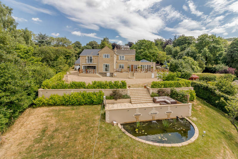 4 Bedrooms Detached House for sale in Stockwell Lane, Cleeve Hill, Cheltenham GL52 3PU
