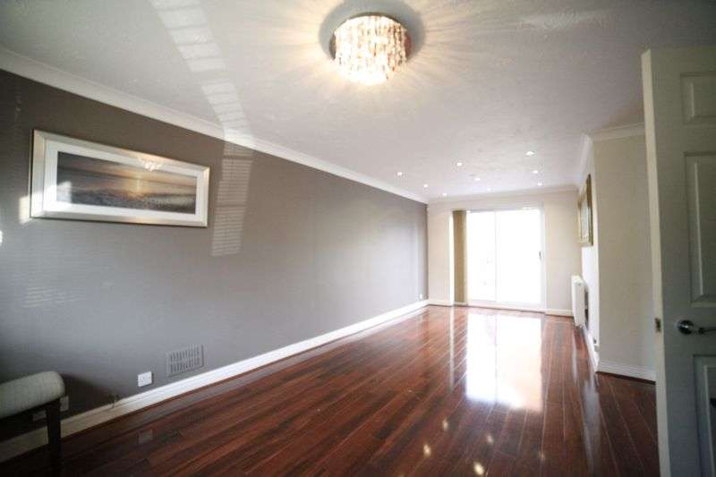 4 Bedrooms Property for sale in Beverley Avenue, Bristol