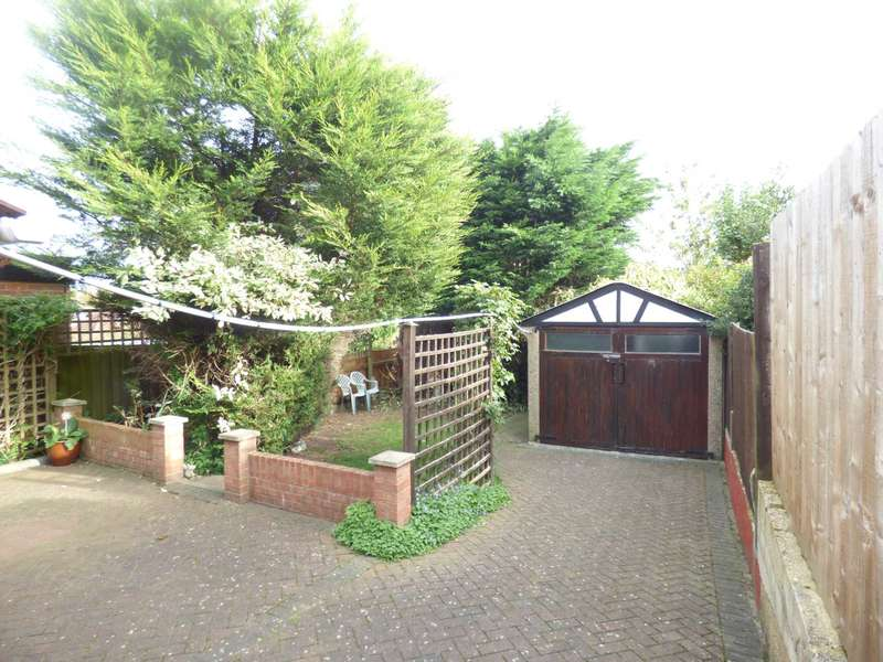3 Bedrooms Semi Detached House for sale in Somerset Avenue, Stopsley