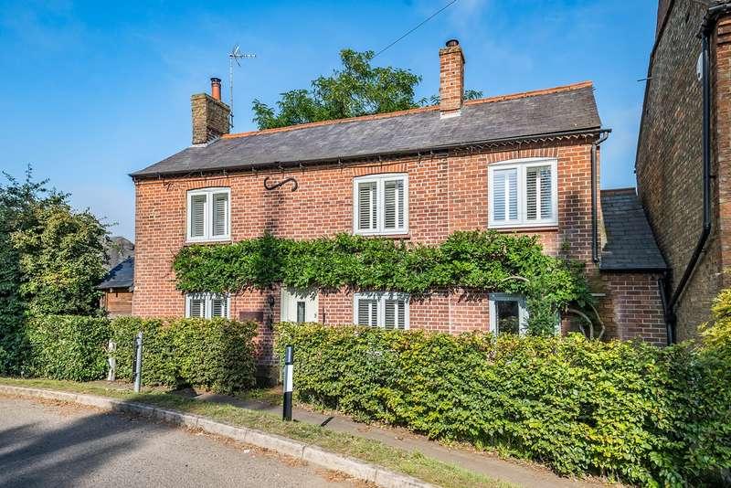 3 Bedrooms Detached House for sale in Hockliffe Road, Tebworth, LU7