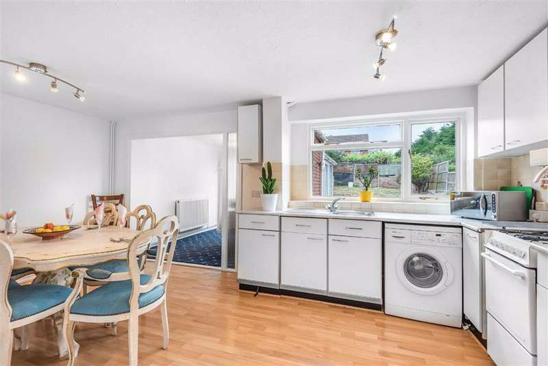 3 Bedrooms Semi Detached House for sale in Pevensey Road, Bedford