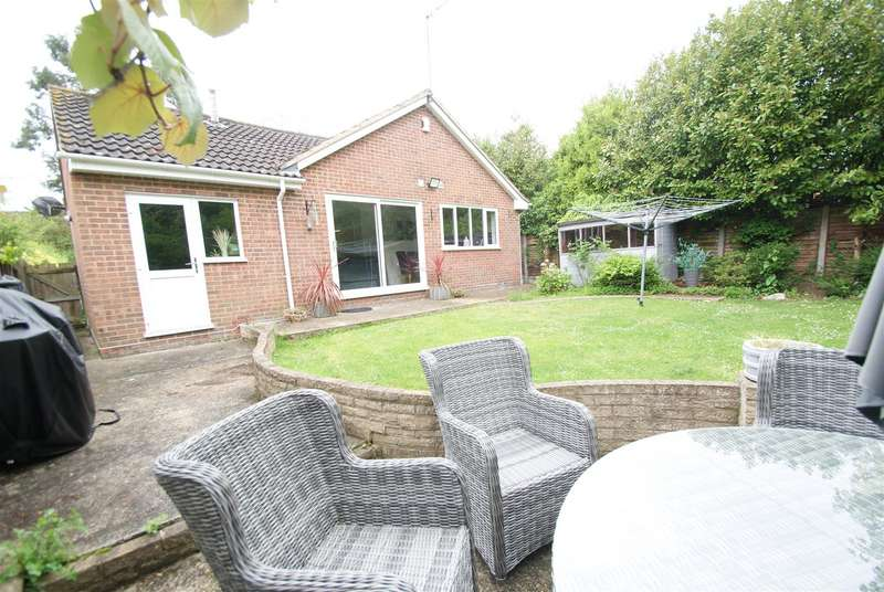 3 Bedrooms Detached Bungalow for sale in Wood Avenue, Hockley