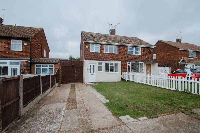 3 Bedrooms Semi Detached House for sale in Dorothy Gardens, Thundersley