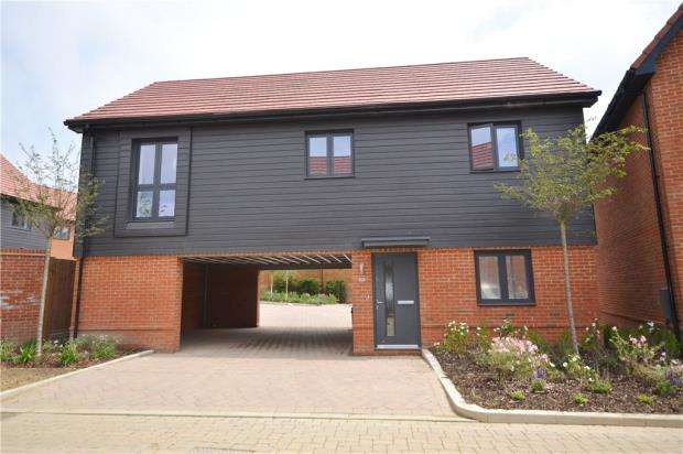 2 Bedrooms Apartment Flat for sale in Buckler's Park, Old Wokingham Road, Crowthorne