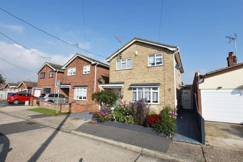 4 Bedrooms Detached House for sale in Winterswyk Avenue, Canvey Island