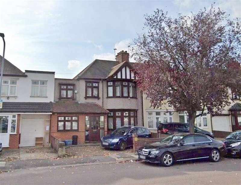 5 Bedrooms Terraced House for rent in Primrose Avenue, Romford, Essex, RM6 4QB