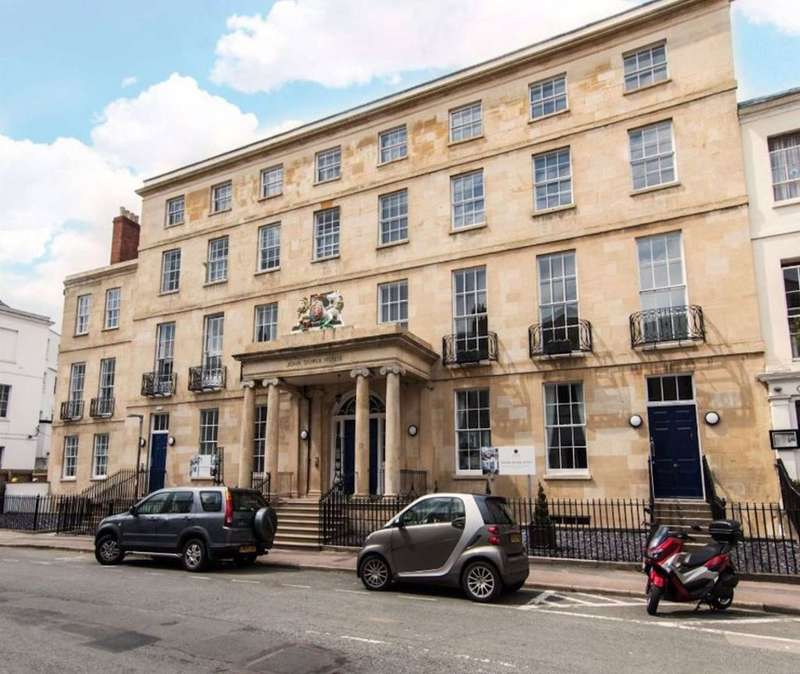 3 Bedrooms Flat for rent in Town Centre GL50 3PG