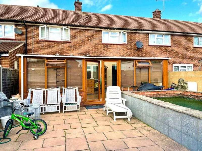 3 Bedrooms Terraced House for sale in Northborough Road, Slough