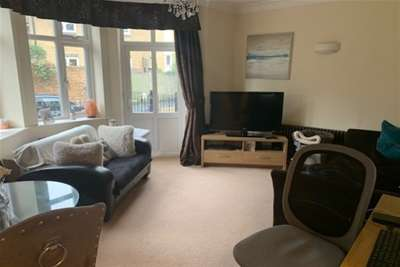 2 Bedrooms Flat for rent in Miller House, Woodford Green, IG8