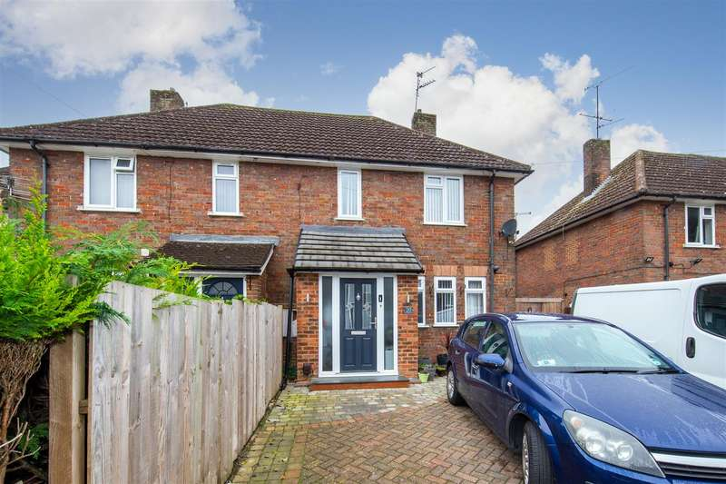 3 Bedrooms Semi Detached House for sale in Hambling Place, Dunstable, Bedfordshire