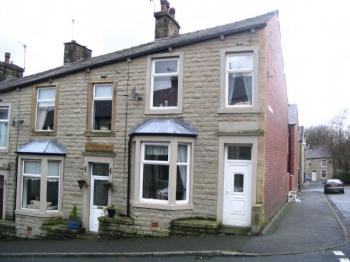 3 Bedrooms Terraced House for sale in Hindle Street, Stacksteads. Stone built end terrace providing excellent young family accommodation