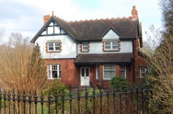 4 Bedrooms Detached House for sale in Albrighton, Near Cosford