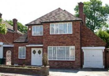 3 Bedrooms Detached House for sale in Brockley Avenue, STANMORE