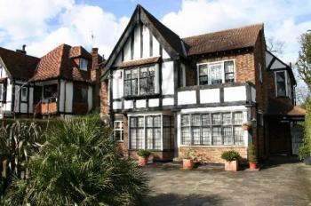 Detached House for sale in Canons Drive, EDGWARE