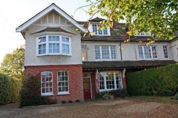 6 Bedrooms Semi Detached House for sale in Barnet Lane, Elstree