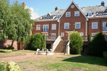 3 Bedrooms Flat for sale in Lancaster House, Stanmore