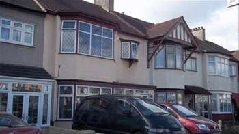 3 Bedrooms Terraced House for sale in Eastern Avenue, Ilford