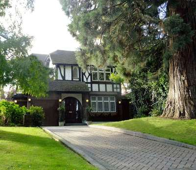 5 Bedrooms Detached House for sale in Canons Drive, Edgware