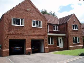 5 Bedrooms Detached House for sale in The Stables Walton Wakefield 5 Bed house