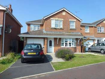 4 Bedrooms Detached House for sale in Sadlers Row, Cypress Point, Lytham