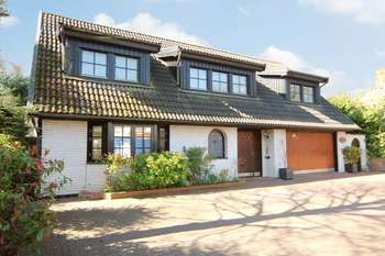 5 Bedrooms Detached House for sale in California Lane, Bushey Heath