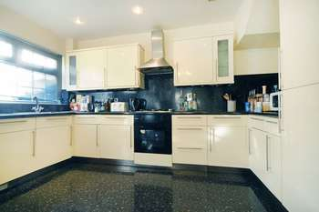 5 Bedrooms Property for sale in Dell Way, W13
