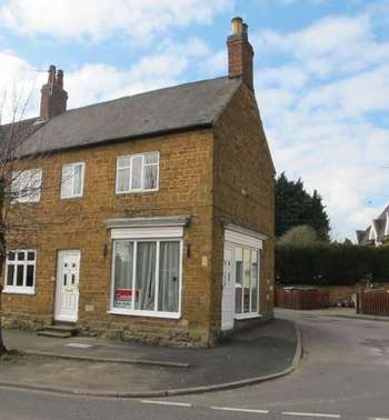 3 Bedrooms Cottage House for sale in Three Bedroom End Of Terrace Cottage in Rothwell Village
