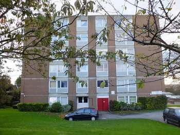 2 Bedrooms Flat for sale in Menlo Gardens, Upper Norwood SE19