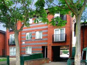 2 Bedrooms Flat for sale in Warwall, Beckton