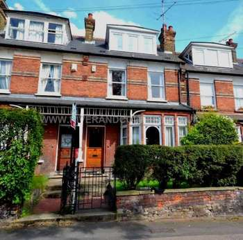 4 Bedrooms Terraced House for sale in Singlewell Road, Gravesend