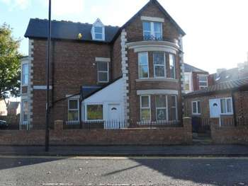 4 Bedrooms Semi Detached House for rent in Heaton Park View, Heaton, Newcastle upon Tyne