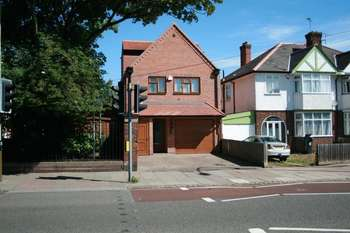 4 Bedrooms Detached House for sale in Hinckley Road, Leicester