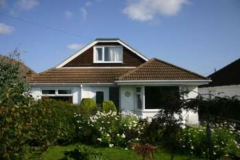 3 Bedrooms Detached Bungalow for sale in Midfield Road, Grimsby