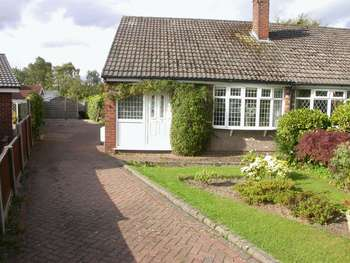 2 Bedrooms Bungalow for sale in POYNTON (MAPLE ROAD)