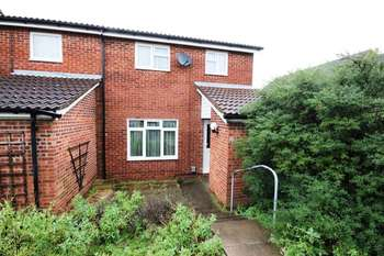 2 Bedrooms Terraced House for sale in Strathconon Road, Goldington, Bedford