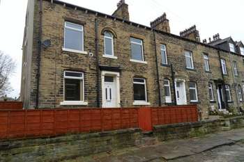 5 Bedrooms Terraced House for sale in Moorlands Place, Halifax
