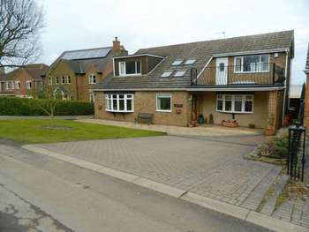 4 Bedrooms Detached House for sale in Station Road, Whitton, Scunthorpe