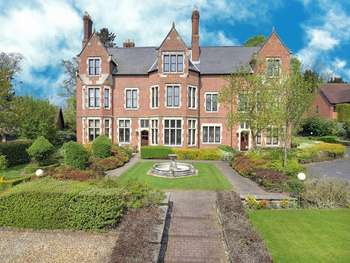 2 Bedrooms Flat for sale in The Old Rectory, Rectory Drive, Weston-under-Lizard, Shifnal, Staffordshire