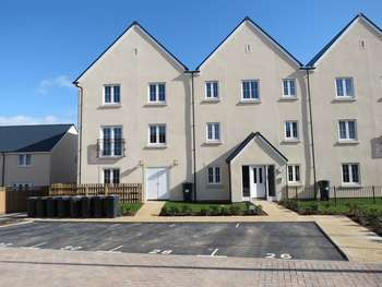 2 Bedrooms Flat for sale in Larch Close, Bristol, BS16