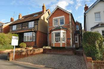 4 Bedrooms Detached House for sale in Victoria Road, Reading