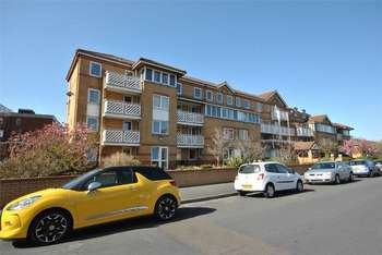 2 Bedrooms Flat for sale in Kings Road, LYTHAM ST ANNES, Lancashire