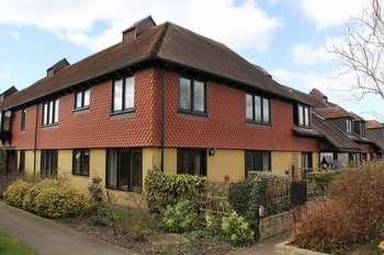 2 Bedrooms Flat for sale in Berrow Court, Gardens Walk, Upton on Severn