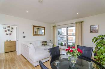 2 Bedrooms Flat for sale in Wandsworth Road, Nine Elms, Battersea Park, London SW8