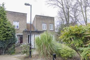 1 Bedroom Flat for sale in Bowater Close, London