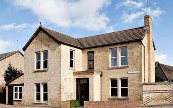 5 Bedrooms Detached House for sale in Wellington Street, Ely