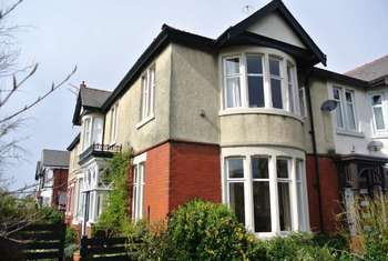 5 Bedrooms Flat for sale in Bournemouth Road, FY4 1LP