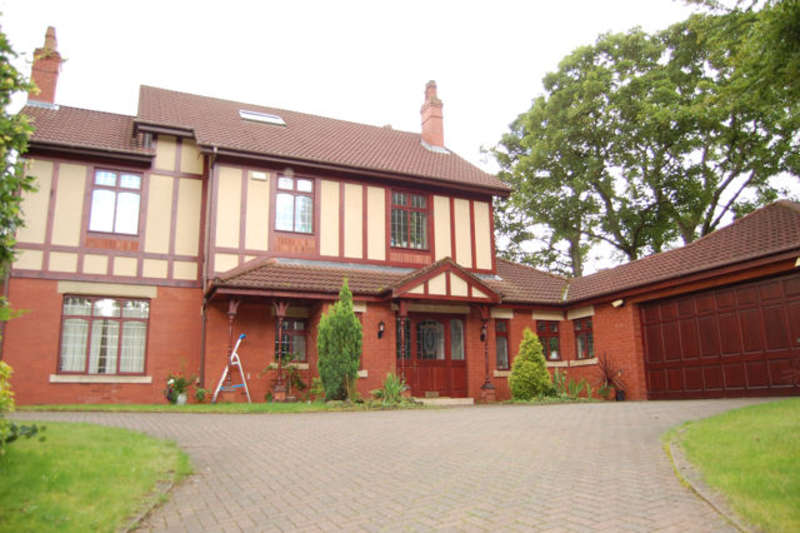 5 Bedrooms Detached House for sale in Roch Valley Lane, Bamford, Rochdale, Lancs, OL11 4BZ