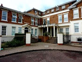 3 Bedrooms Flat for sale in The Square, Whitefield, Manchester